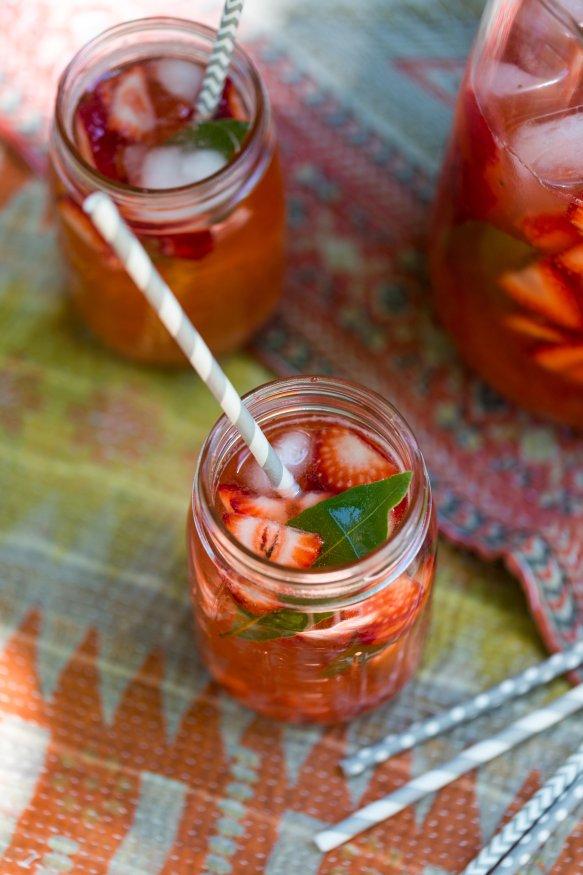 recipeforstrawberryrhubarbblackpepperlemonadefromcteatsout-com-perfectforpicnics